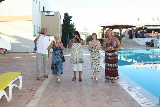 Blue Aegean Apartotel: A few of our fellow brits(lovely people)