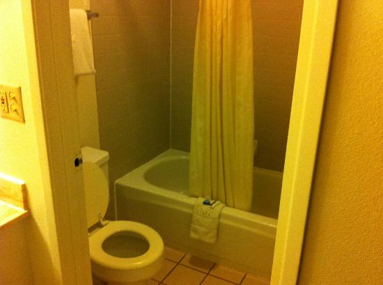 Americas Best Value Inn - Needles: Bagno
