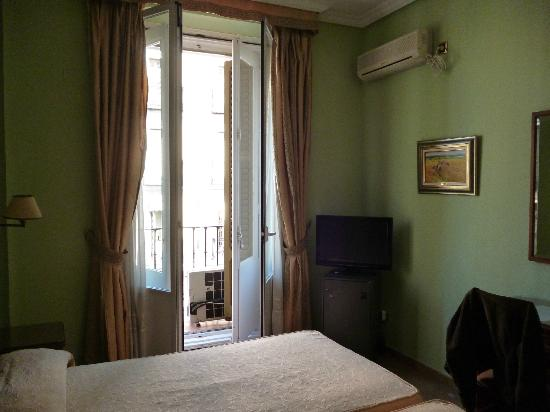 Oriente Hostal : The bedroom at the front