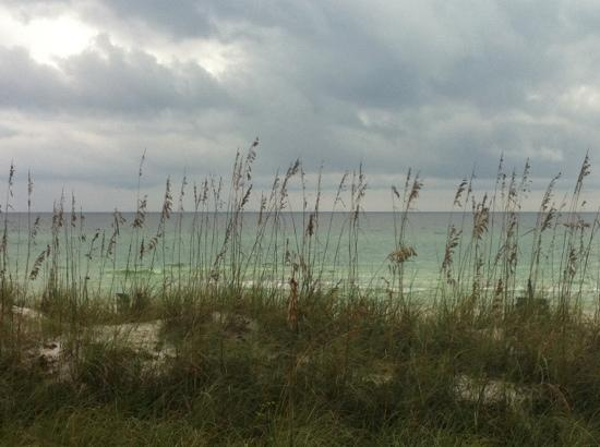 Destin Beach Club: view of water from our patio