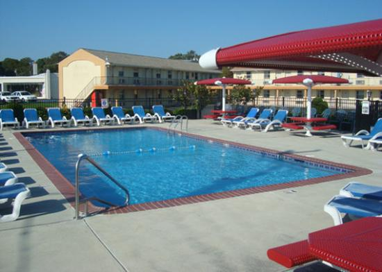 Econo Lodge Somers Point: POOLAREA