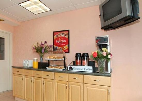 Days Inn and Suites Glenmont/Albany: NYFBrkfstarea
