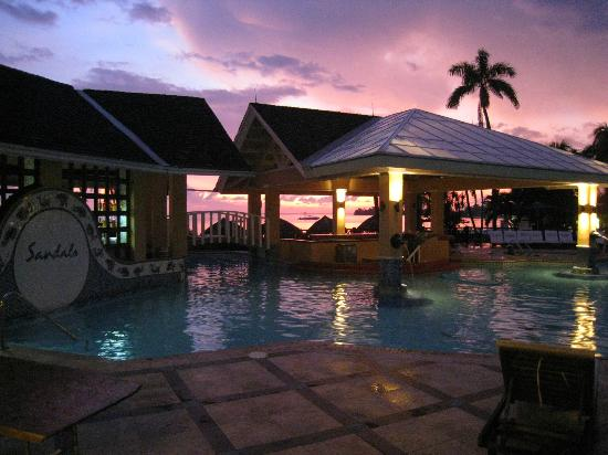Sandals Negril Beach Resort &amp; Spa: Main pool and swim-up bar!