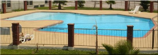 Bays Inn & Suites Baytown: Pool