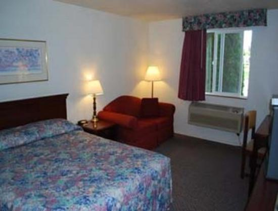 Super 8 Motel - Shelton: Queen Bed Room