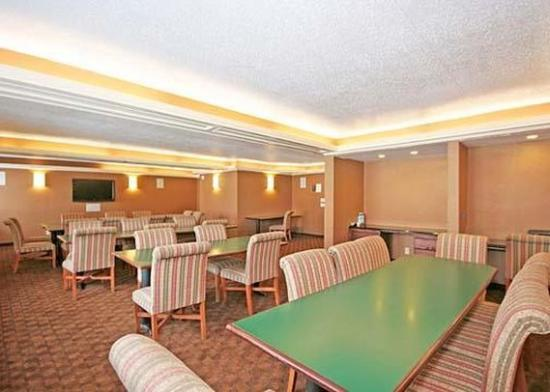 Quality Inn &amp; Suites Coliseum: Meeting Room