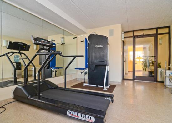 Quality Inn &amp; Suites Coliseum: exercise room