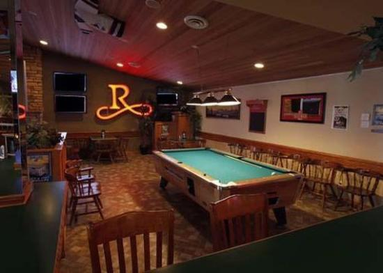Comfort Inn & Suites Conference Centre: Redd's Pub