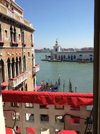 Bauer Il Palazzo: Beautiful View and Cushioning for your Arms!