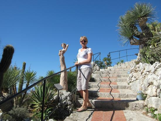 Des cactus picture of eze french riviera cote d 39 azur tripadvisor for Eze jardin exotique statues
