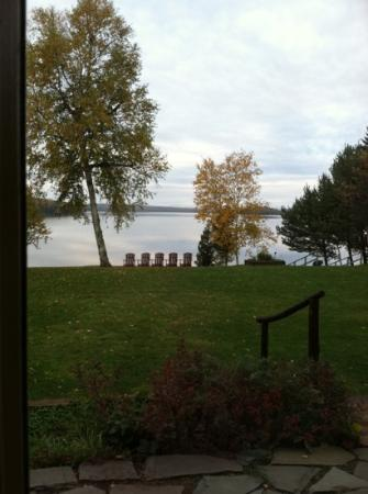 Loon Lodge Inn & Restaurant: Sitting on our Comfy bed! Check out the view.