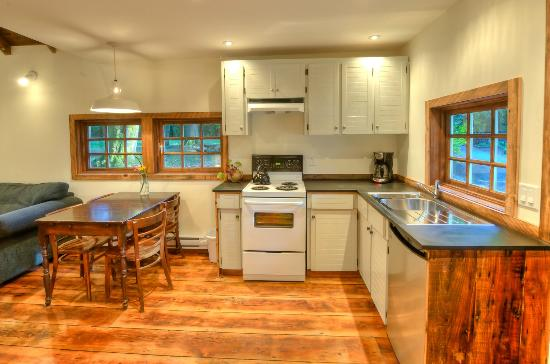 Brackendale, Kanada: Kitchen/Dining Area