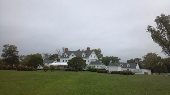 Inn at Warner Hall: View from the old family cemetery... from the late 1600s!