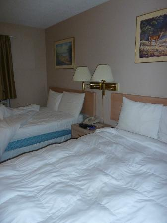 Knights Inn Barriere: bedroom