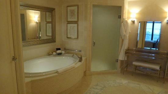 The St. Regis Atlanta: Tub/Shower