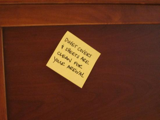 Hampton Inn Lancaster: post-it note