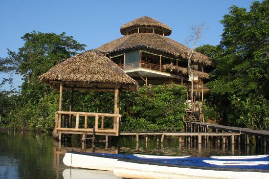 La Selva Amazon Ecolodge: Approaching hotel