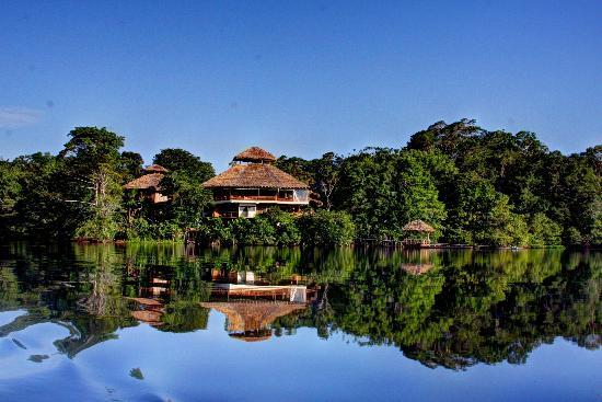 La Selva Amazon Ecolodge: Hotel from the lake