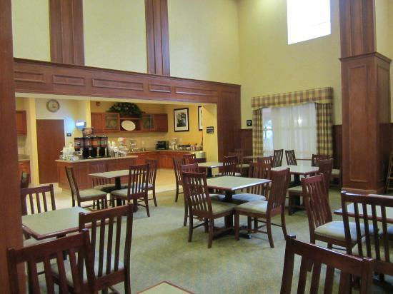 Hampton Inn & Suites Williamsburg Historic District: breakfast area