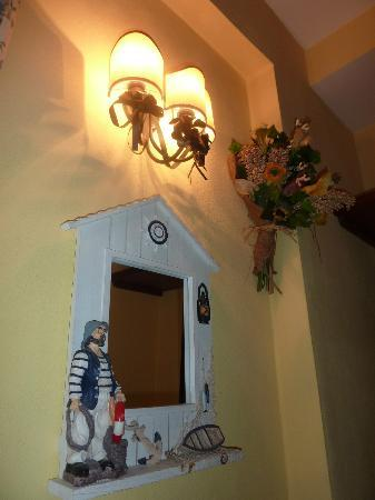 Hotel Europeo & Flowers: our nautical themed room