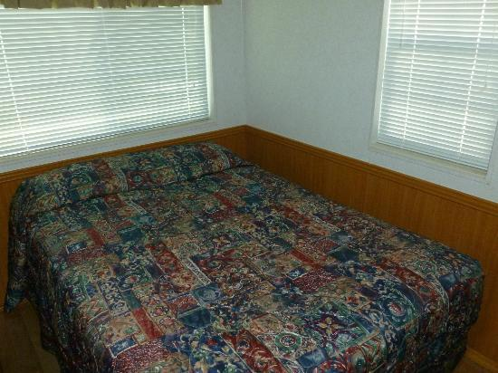 Tropical Palms Resort and Campground: Main Bedroom