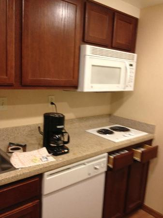 Homewood Suites by Hilton La Quinta: Rooms include a kitchenette with small refrigerator