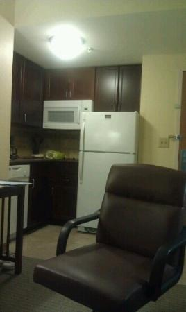 Staybridge Suites Newport News-Yorktown: our kitchenette - 10/06/12