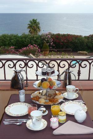 Demeure Loredana: Breakfast on the balcony