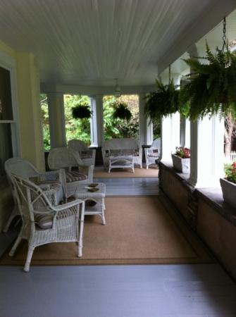 The Windover Inn Bed &amp; Breakfast: front porch