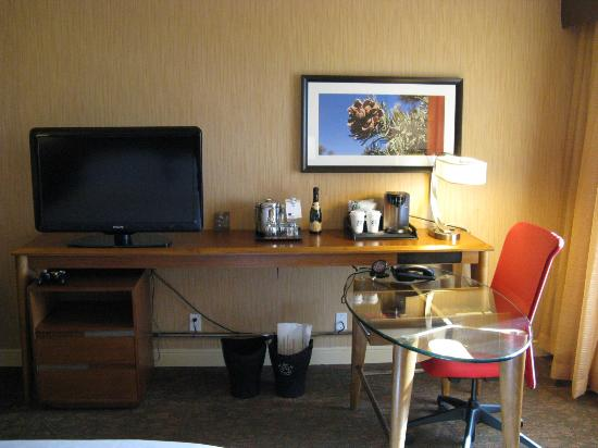 Sheraton Albuquerque Airport Hotel: Club Floor King Room