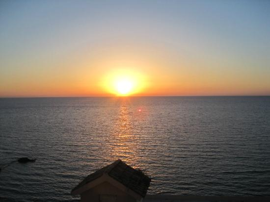 Aquis Agios Gordios Beach Hotel: Sunset