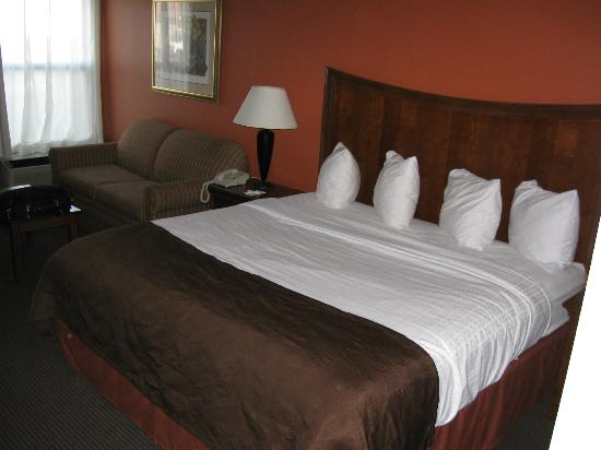 Washington, IN: King-size bed