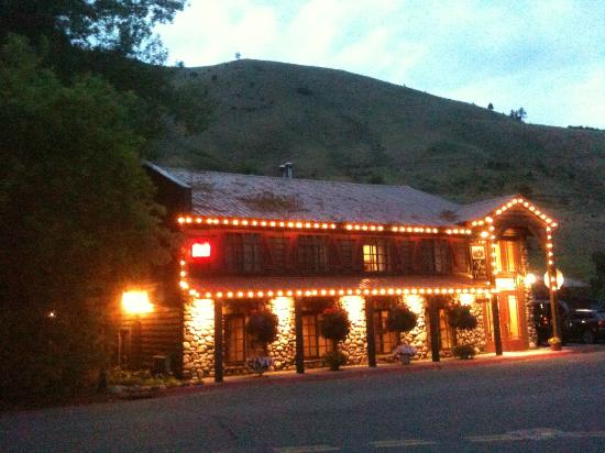 Inn on the Creek at dusk...