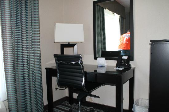 Holiday Inn Express San Diego Airport - Old Town: desk