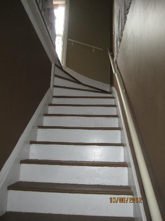 Amanda's Bequest - A Heritage Immersion Bed & Breakfast: Stairway