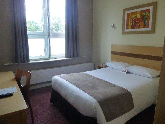 Jurys Inn Galway : Bed 