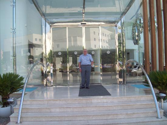 Blue Bay Platinum Hotel: main entrance