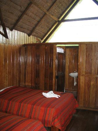 Ecoamazonia Lodge: Looking into the bathroom