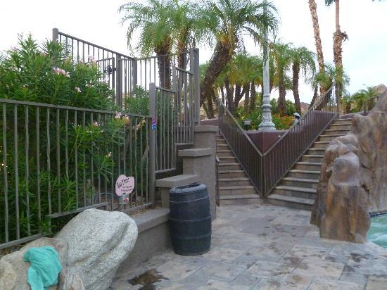 Pointe Hilton Squaw Peak Resort: Stairs from pool area