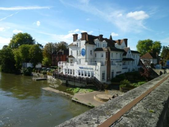 The Thames Riviera Hotel: view from the bridge