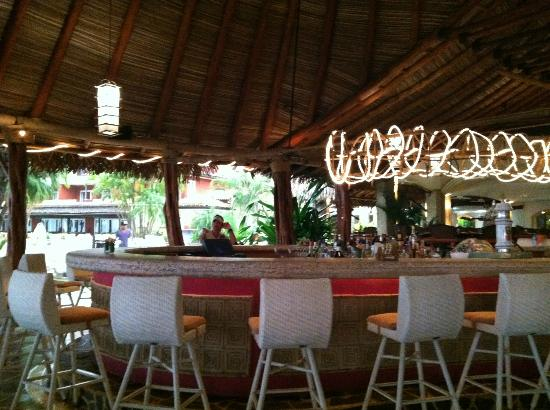 Hotel Tamarindo Diria Beach Resort: Bar