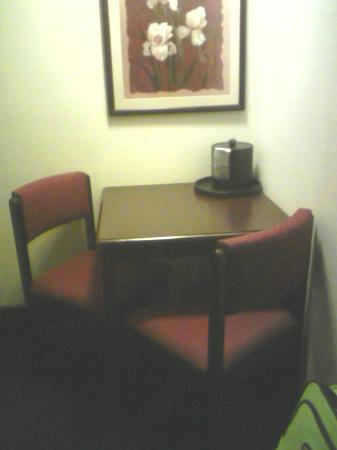 Ramada Hall of Fame Canton: Table and ice bucket.