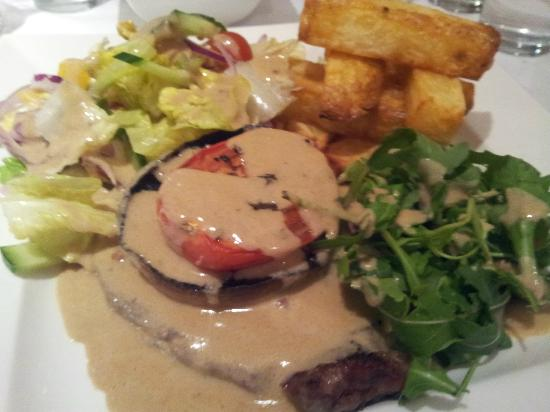 Cedar Court Hotel - Huddersfield/Halifax: My Ribeye Steak with Peppercorn sauce was gorgeous ^_^