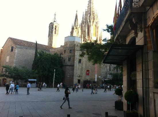 Regencia Colon Hotel: Approaching the cathedral square from the hotel