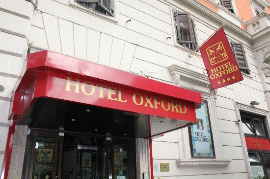 Hotel Oxford: Front of Hotel