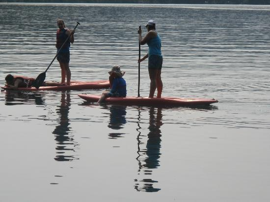 The Lodge at Suttle Lake: Paddle boarding on Suttle Lake