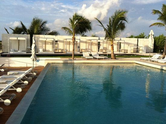 Blue Diamond Riviera Maya by BlueBay: la piscine et les lits