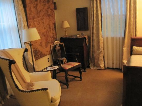 Journey Inn Bed &amp; Breakfast: The Vanderbilt Room