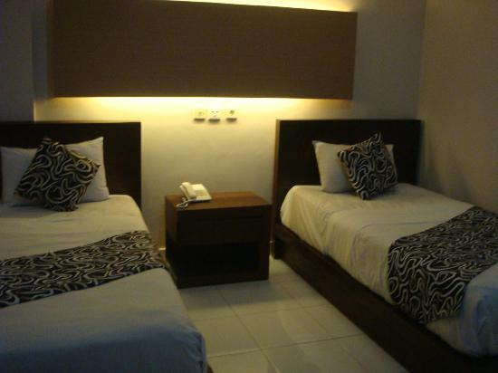 Bakungsari Hotel: 2 single beds