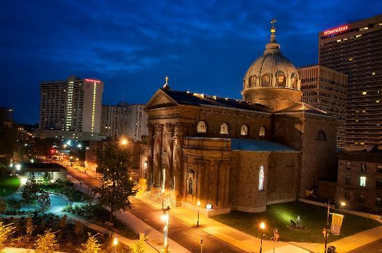 Four Seasons Hotel Philadelphia: View of the Cathedral Basilica of Sts Peter and Paul from our room. Took this early one morning.